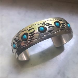 Jewelry - Vintage SS/turquoise Native American paw cuff